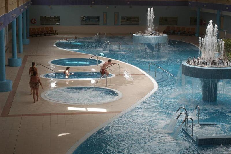 Spa circuito 04 jacuzzis y piscina fria aqua club termal - Piscinas y jacuzzis ...